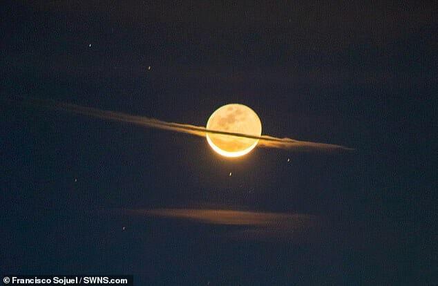 【天文学】夜空に「土星そっくりな月」が出現!なぜ月に輪っかが?